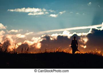 ondergaande zon , wandelende, silhouette, meisje
