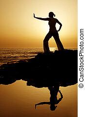 ondergaande zon , yoga, met, reflectie