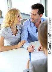 ondertekening, echte-erfenis, paar, contracteren, vrolijk, agent, eigendom