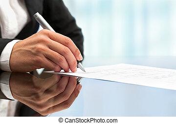 ondertekening, op, hand, vrouwlijk, afsluiten, document.,...