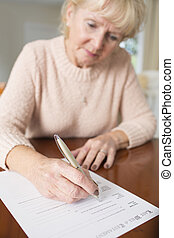 ondertekening, vrouw, laatste wil, testament, thuis, senior
