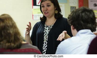 onderwijzeres verlenende een spreekbeurt