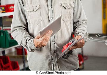 onderzoeken nauwkeurig, product, tablet, door, digitale man