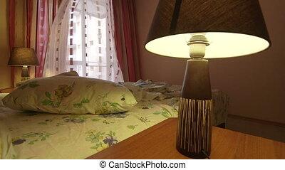 onduler, rideaux, désordre, lit, chambre à coucher