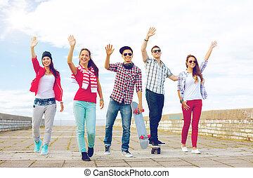 onduler, sourire, groupe, ados, mains