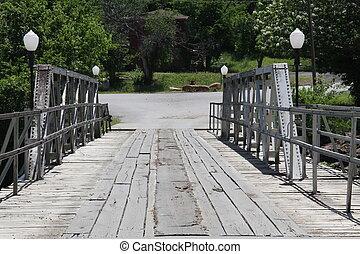 one lane bridge over the river