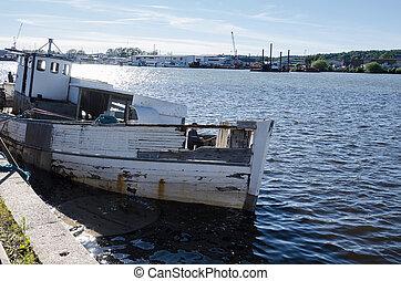 one ship wreck