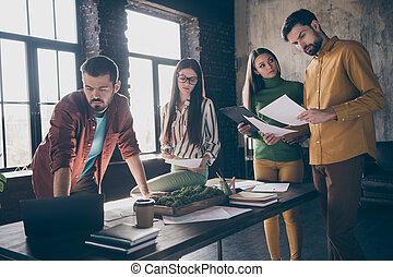 online , businesspeople , επαγγελματικός , γνώστης , παρείχα τα προσόντα , ρυθμός , ελκυστικός , startup , αυτό , εταιρεία , μεσίτες , γλώσσα , δουλειά , αντιπρόσωποι , θέση , ανώγειο πάτωμα , βιομηχανικός , γραφείο , ιστός , γεννώ , καλός , εσωτερικός , τέσσερα