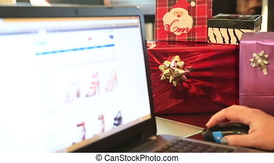 Online Christmas shopping with pc
