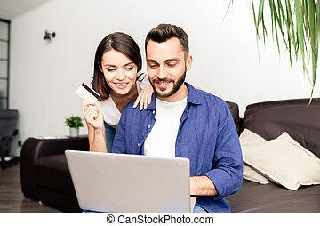online, paar, hause einkäufe