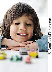 onschuld, kindertijd, concept, -, spelend, met, speelgoedauto