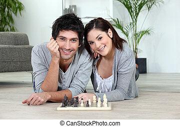 ontspannen, paar, spelend schaakspel