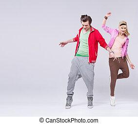 ontspannen, paar, van, tiener, in, dans poseren