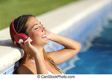 ontspannen, vrouw, het luisteren, om te, de, muziek, met,...