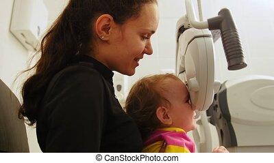 oog, kind, -, kinderen, oogheelkunde, oogarts, controles