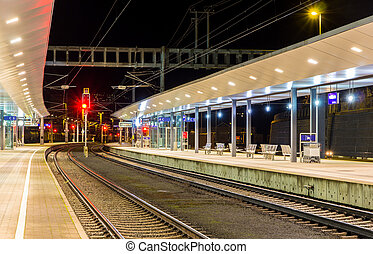 oostenrijks, spoorwegstation, feldkirch, op de avond
