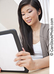 oosters, chinese vrouw, gebruik, tablet, computer