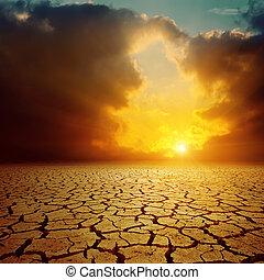 op, bewolkt, ondergaande zon , sinaasappel, gebarsten, woestijn