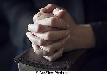 op, bijbel, het vouwen, handen