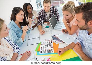 op, jonge, contact, gaan, ontwerp, bladen, teamvergadering