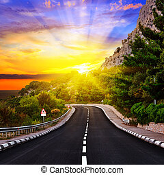 op, ondergaande zon , snelweg