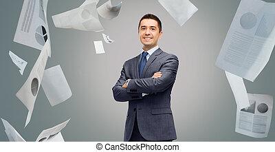 op, papieren, kostuum, zakenman, glimlachen gelukkig
