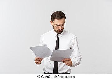op, schrijvende , jonge, serieuze , klembord, achtergrond., kostuum, elegant, witte , zakenmens , mooi, zakenman, vrijstaand, vastknopen, slijtage
