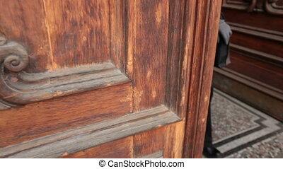 Open old door, people go out