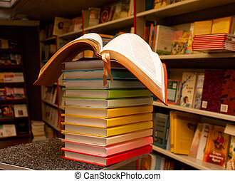 opengeslagen boek, op, de, stapel, van, kleurrijke, boekjes