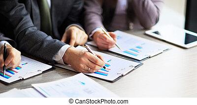 operação bancária, negócio, ou, analista financeiro, desktop, contabilidade, gráficos, canetas, indica, em, a, gráficos