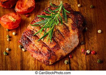 opieczone mięso, na, drewniany, płyta
