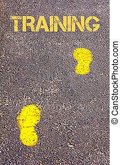 opleiding, naar, gele, boodschap, voetsporen, trottoir