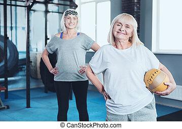 opleiding, vrouw, gepensioneerd, boeiend, bal, het charmeren, sessie, deel