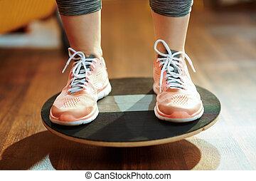 opleiding, vrouw, sporten, terwijl, closeup, plank, gebruik, evenwicht