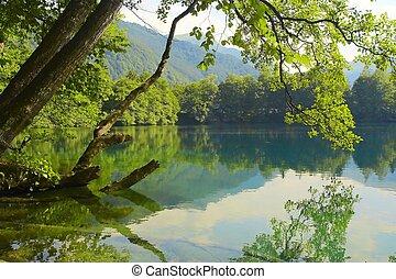 oplzlý jezero