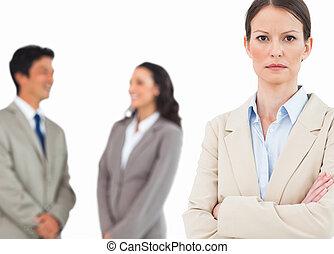 opravdový, tradeswoman, s, mluvící, kolega, pozadu, ji