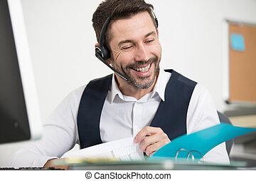option att köpa centrera, skratta, hörlurar med mikrofon, medel