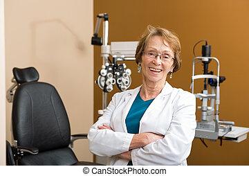 optométriste, armes traversés, femme