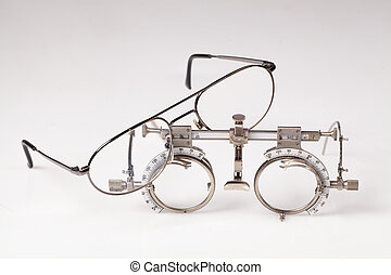 Optometric Device To Match Lenses