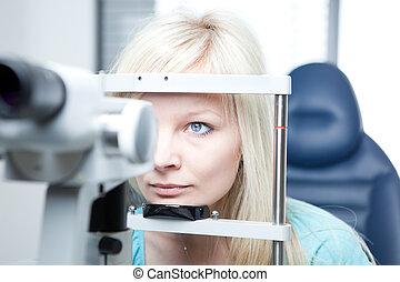 optometrie, begriff, -, hübsch, junge frau, haben, sie,...