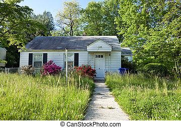 opuszczony, długi, foreclosed, dorsz, przylądek, przód, dom, trawa, prospekt