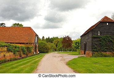 orageux, ferme, scène, campagne, anglaise, outbuildings, jour