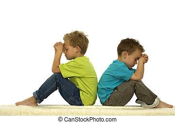 orando, amigos