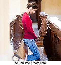 orando, mulher, jovem, igreja