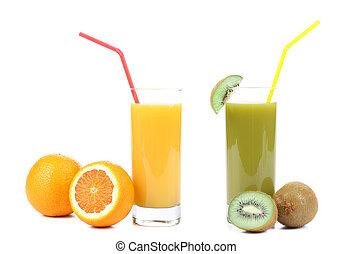 Orange and kiwi juices