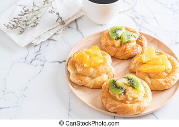 orange and kiwi pie