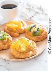 orange and kiwi pie