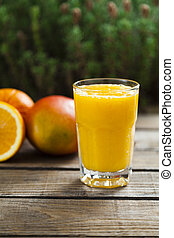 Orange and mango smoothie - Healthy orange and mango...