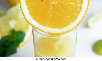 orange, bewegung, closeup, frischer saft, video, glas, langsam, scheibe, strömend
