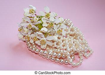 Orange blossom and pearls